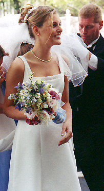 http://www.paulinesbouquets.com/images/Brides/Spring%20Bride.JPG